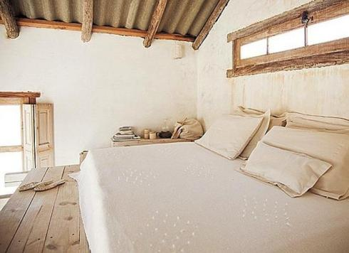 700_uruguay-beach-house-bed