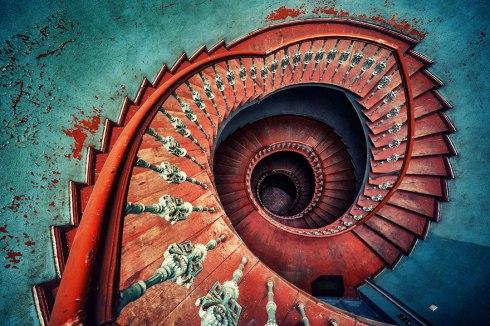 12 Ejemplos fascinantes de escaleras de caracol | DECORAPOLIS
