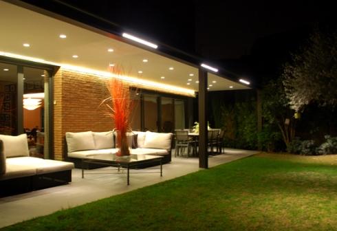 C mo elegir la iluminaci n adecuada para tu casa decorapolis - Iluminacion led exterior jardin ...
