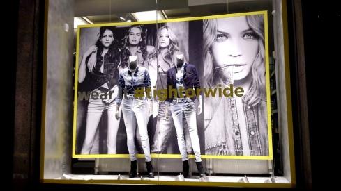 G-STAR RAW ESCAPARATE PASEO DE GRACIA BARCELONA TEVIAC ESCAPARATISMO #gstar #windowdisplay  #tightorwide (1)