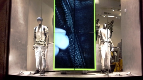 G-STAR RAW ESCAPARATE PASEO DE GRACIA BARCELONA TEVIAC ESCAPARATISMO #gstar #windowdisplay  #tightorwide (4)