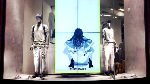 G-STAR RAW ESCAPARATE PASEO DE GRACIA BARCELONA TEVIAC ESCAPARATISMO #gstar #windowdisplay  #tightorwide (5)